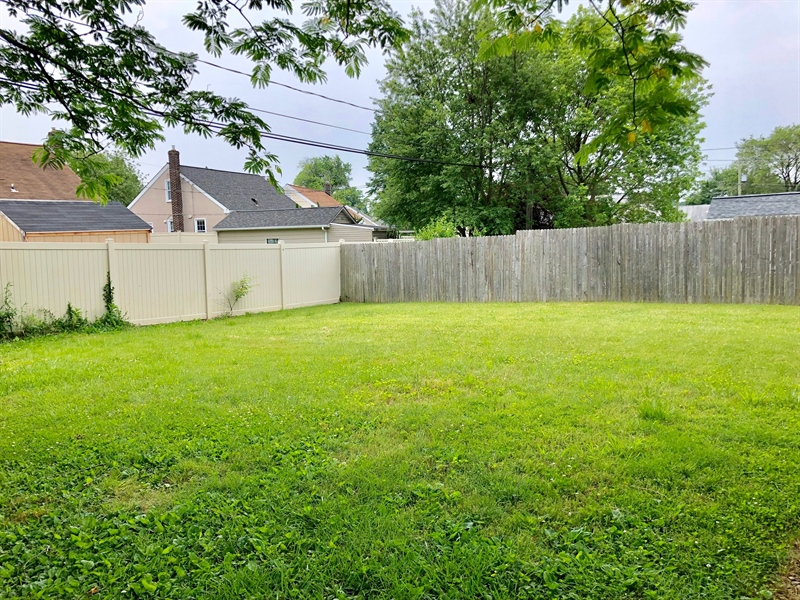 Real Estate Photography - 320 Olga Rd, Wilmington, DE, 19805 - Large Fenced in Yard