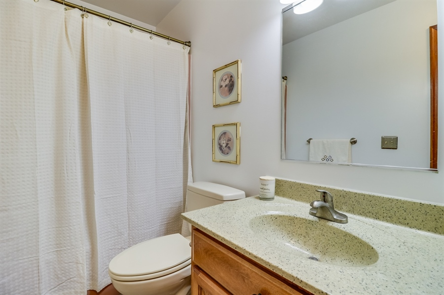 Real Estate Photography - 406 Meadow Ln, Middletown, DE, 19709 - hall bath