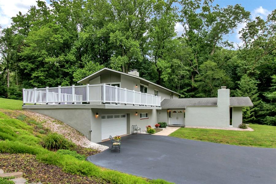 Real Estate Photography - 2 Walnut Ridge Rd, Greenville, DE, 19807 - Side View