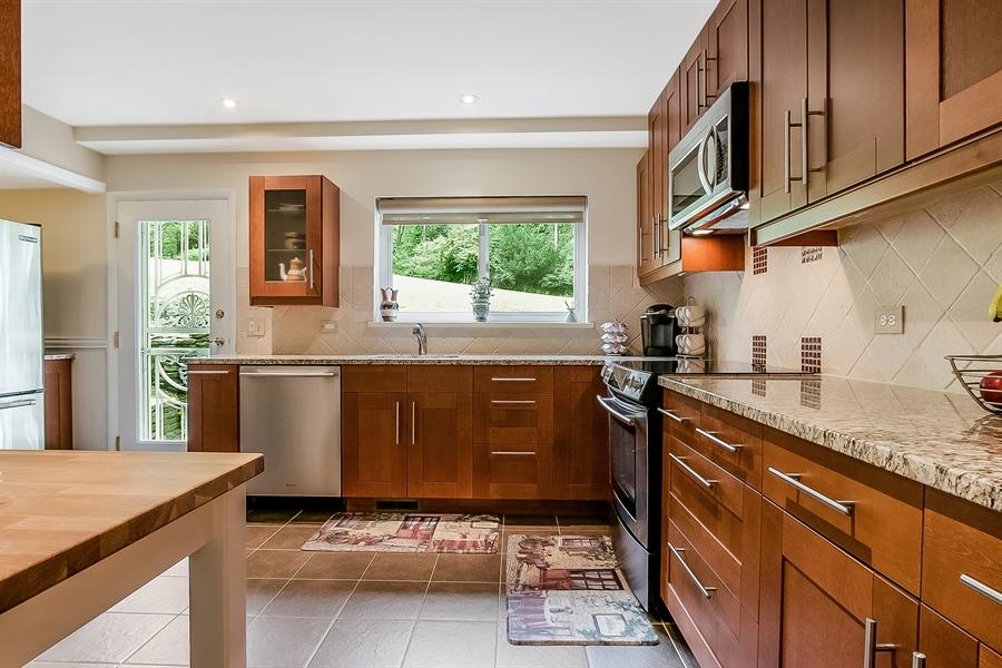 Real Estate Photography - 2 Walnut Ridge Rd, Greenville, DE, 19807 - Built in Micro & Stove