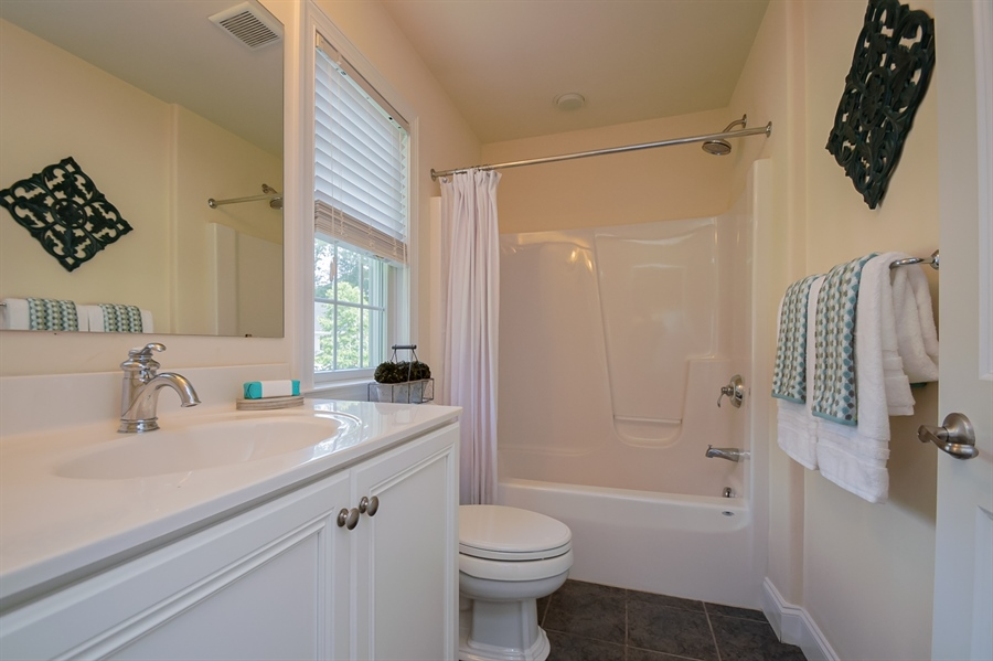 Real Estate Photography - 131 Ayrshire Dr, Landenberg, PA, 19350 - Upstairs Bedroom Suite 2 Bathroom