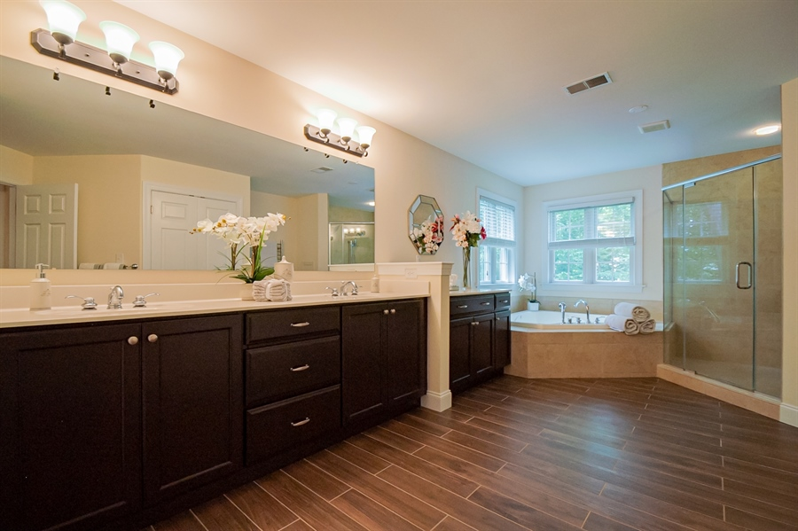 Real Estate Photography - 131 Ayrshire Dr, Landenberg, PA, 19350 - Upstairs Owner's Bathroom