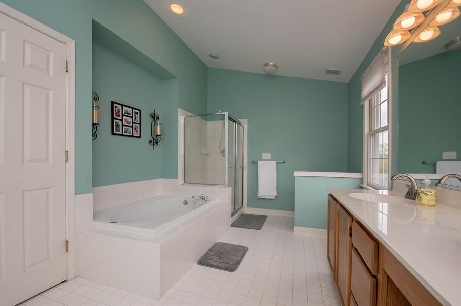 Real Estate Photography - 2 Vireo Cir, Newark, DE, 19711 - Huge Master Bathroom