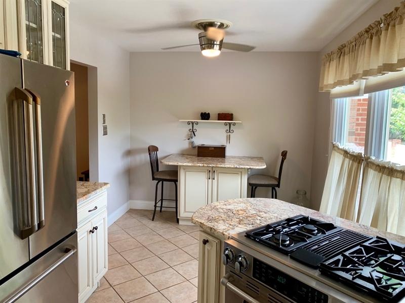 Real Estate Photography - 906 N Bancroft Pkwy, Wilmington, DE, 19805 - Awesome Kitchen