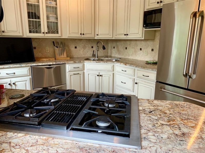Real Estate Photography - 906 N Bancroft Pkwy, Wilmington, DE, 19805 - Gas Cooking