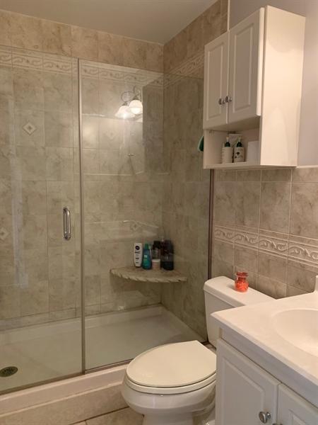 Real Estate Photography - 906 N Bancroft Pkwy, Wilmington, DE, 19805 - 2nd Full Bathroom