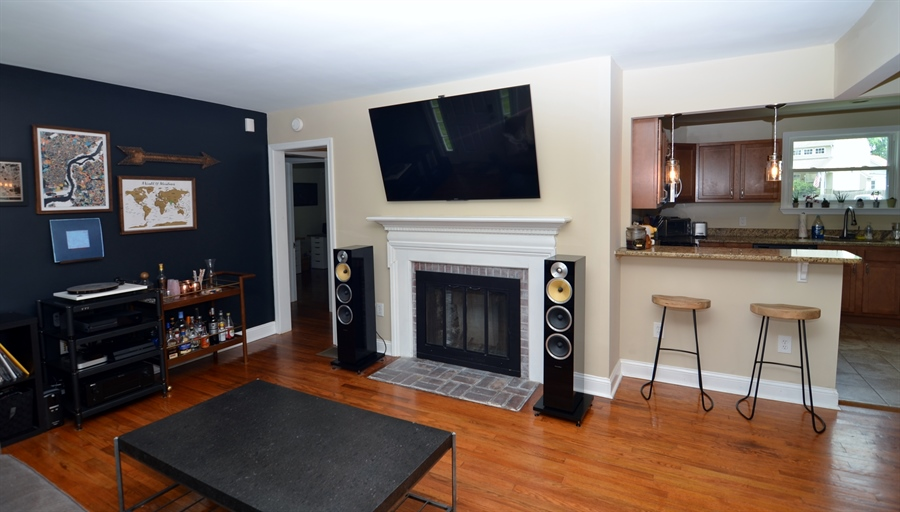 Real Estate Photography - 312 S Dupont Rd, Wilmington, DE, 19805 - Living Room