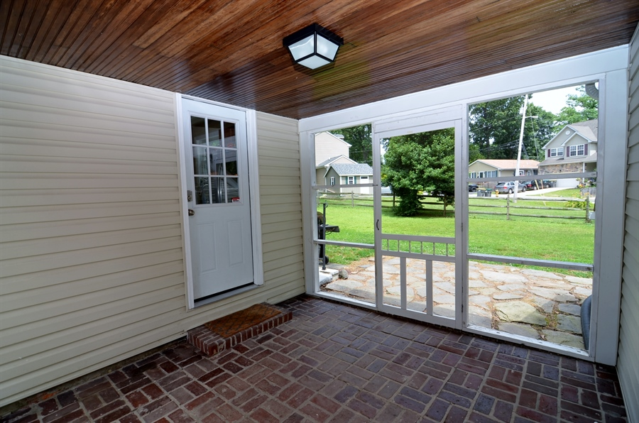 Real Estate Photography - 312 S Dupont Rd, Wilmington, DE, 19805 - Screened Porch