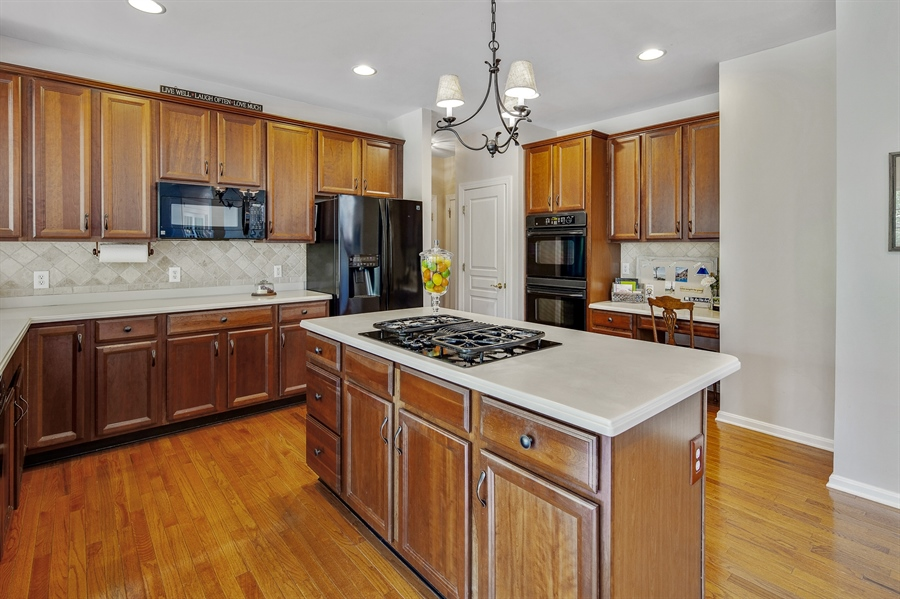 Real Estate Photography - 121 Borden Way, Lincoln University, PA, 19352 - Beautiful cabinets, counters & backsplash