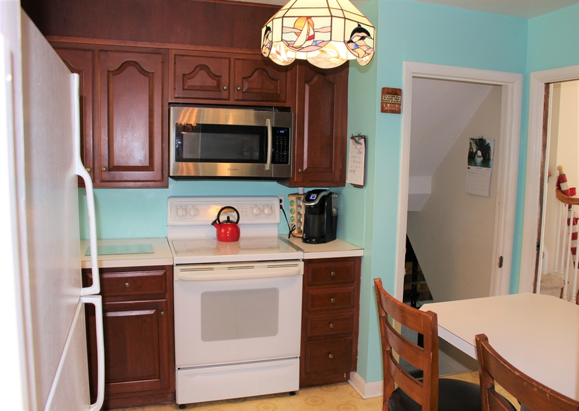 Real Estate Photography - 1212 Winstead Rd, Wilmington, DE, 19803 - Kitchen