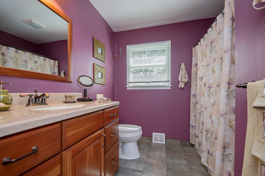 Real Estate Photography - 318 Mitchell Dr, Wilmington, DE, 19808 - Large updated hall bath