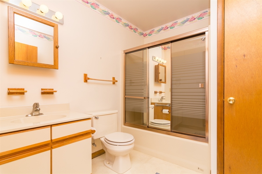Real Estate Photography - 32775 Bridgeway Dr E, Lewes, DE, 19958 - Full Bath w/tub in the Hall