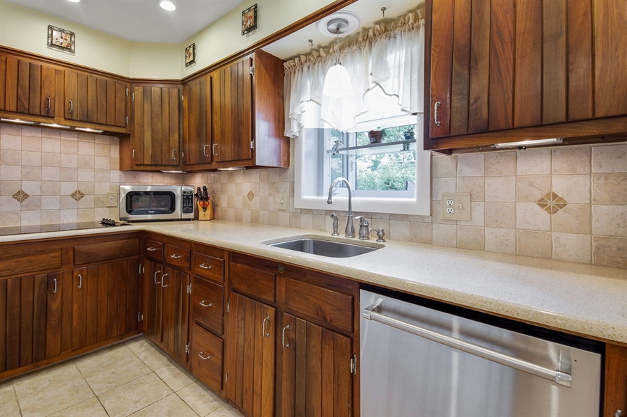 Real Estate Photography - 2515 Raven Rd, Wilmington, DE, 19810 - Charming Kitchen