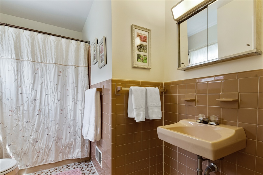 Real Estate Photography - 2515 Raven Rd, Wilmington, DE, 19810 - Ceramic tiled bathroom in good condition