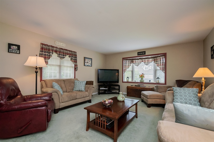 Real Estate Photography - 830 Bess Ln, Wilmington, DE, 19803 - Large Family Room w Bay Window
