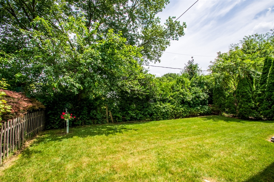 Real Estate Photography - 830 Bess Ln, Wilmington, DE, 19803 - Well Manicured Lawn