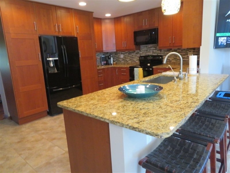 Real Estate Photography - 678 Lorewood Grove Rd, Middletown, DE, 19709 - Kitchen Eating Bar