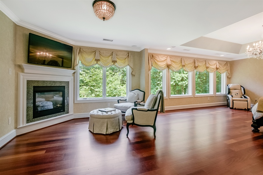 Real Estate Photography - 112 Deer Valley Ln, Greenville, DE, 19807 - Master Sitting Area