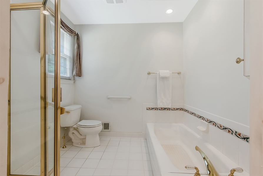 Real Estate Photography - 109 Bridleshire Ct, Newark, DE, 19711 - Owner's Bath