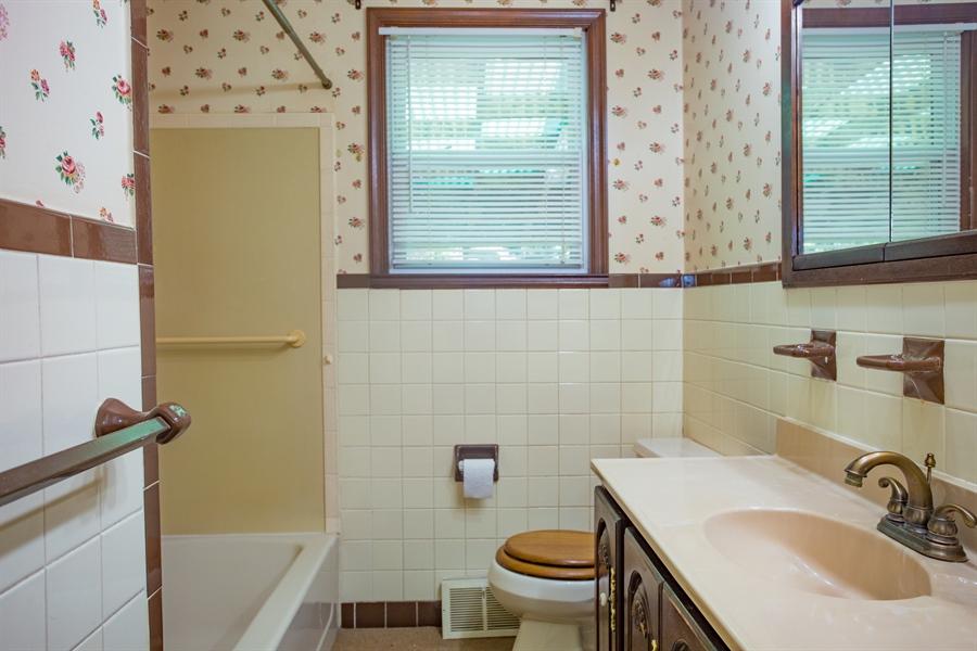Real Estate Photography - 14 E Clairmont Dr, Newark, DE, 19702 - full bath