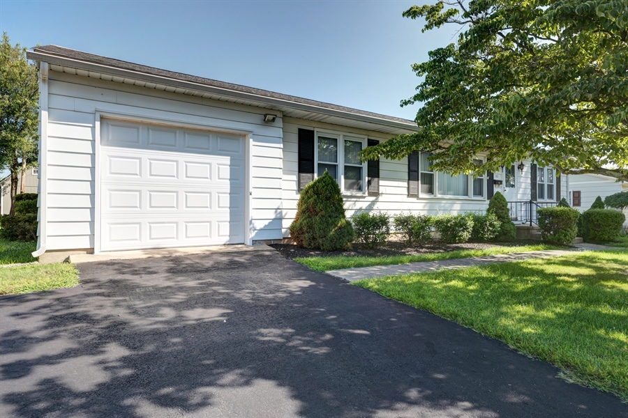 Real Estate Photography - 203 Friendship Rd, Elkton, MD, 21921 - ATTACHED GARAGE