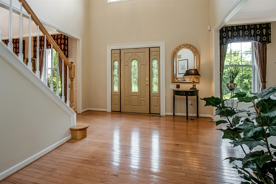 Real Estate Photography - 512 Thorndale Dr, Hockessin, DE, 19707 - Dramatic Entrance Foyer