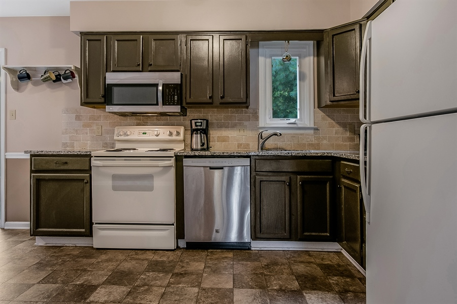 Real Estate Photography - 12 Green Meadow Ct, Newark, DE, 19711 - Kitchen