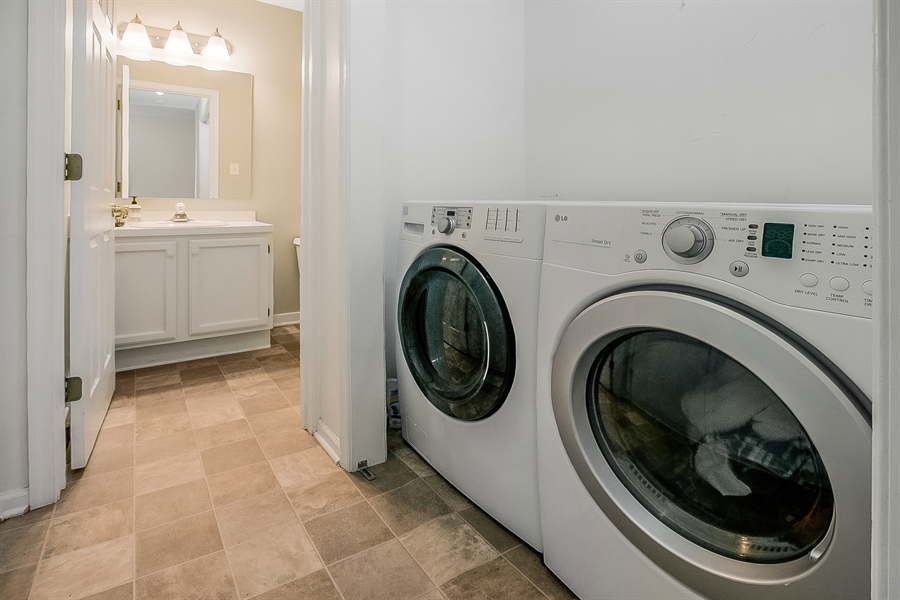 Real Estate Photography - 12 Green Meadow Ct, Newark, DE, 19711 - 1st Floor Laundry