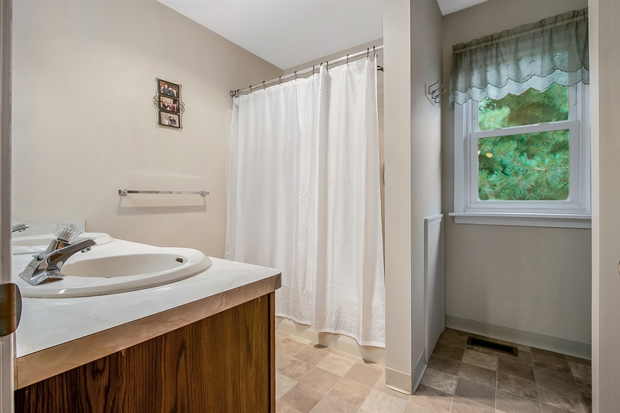 Real Estate Photography - 12 Green Meadow Ct, Newark, DE, 19711 - Master Bath with Separate Tub/Shower
