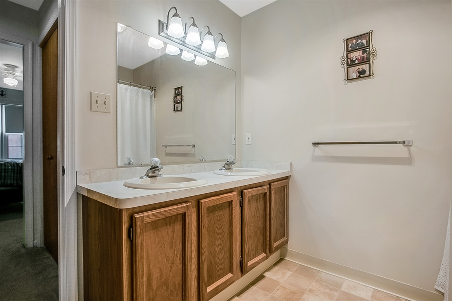Real Estate Photography - 12 Green Meadow Ct, Newark, DE, 19711 - Master Bath with Double Sinks