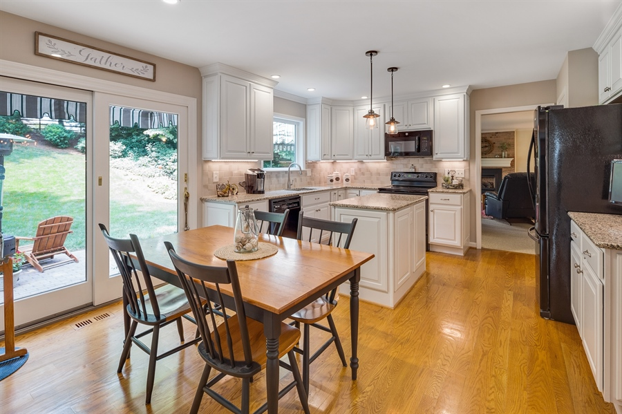 Real Estate Photography - 231 Charleston Dr, Wilmington, DE, 19808 - Bright Eat-In Kitchen