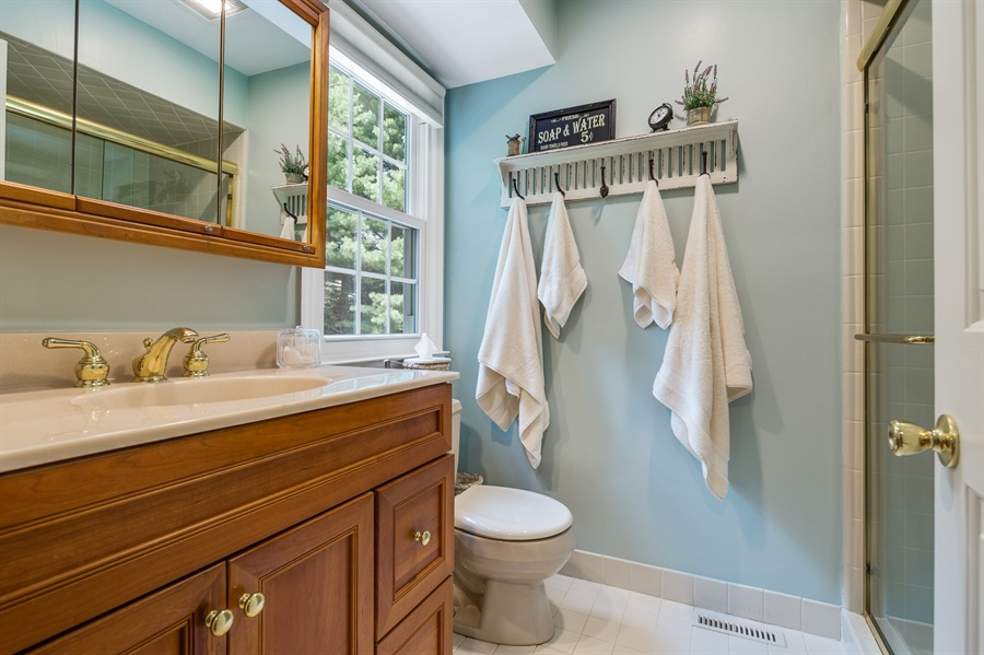 Real Estate Photography - 231 Charleston Dr, Wilmington, DE, 19808 - Updated MB Bath