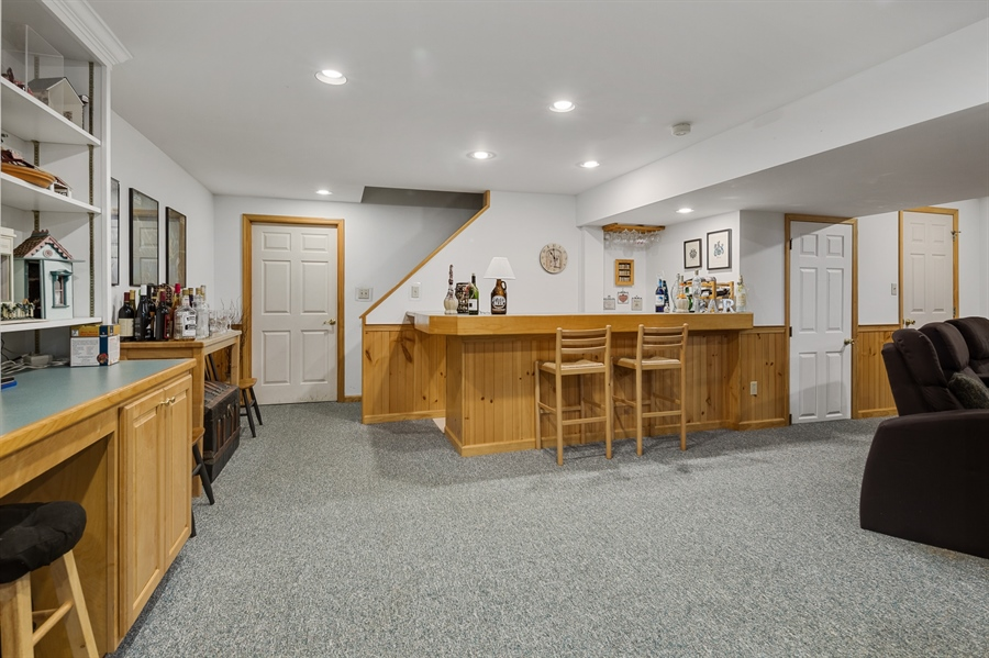 Real Estate Photography - 231 Charleston Dr, Wilmington, DE, 19808 - Great Rm w/Built-In's
