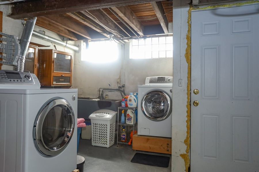 Real Estate Photography - 2407 N Broom St, Wilmington, DE, 19802 - Laundry area