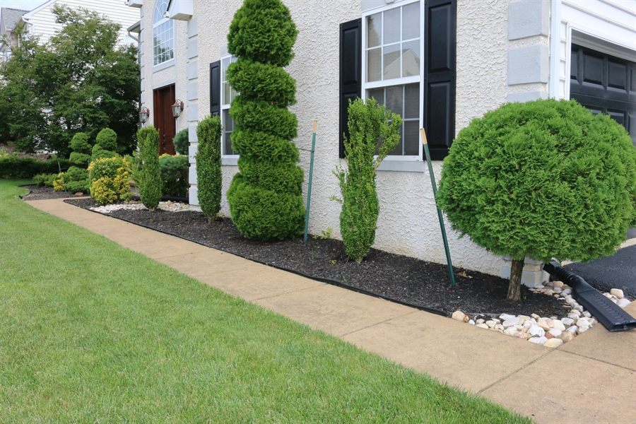 Real Estate Photography - 127 Willow Grove Mill Dr, Middletown, DE, 19709 - ...More Landscaping