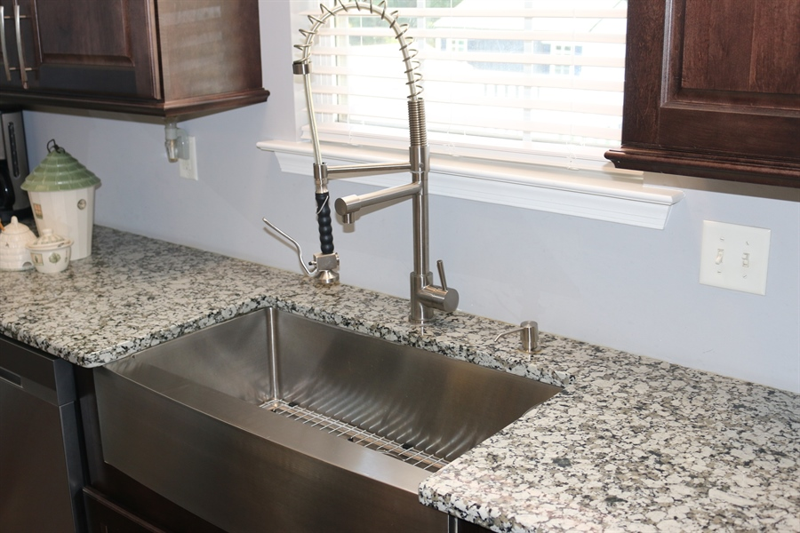 """Real Estate Photography - 127 Willow Grove Mill Dr, Middletown, DE, 19709 - 36"""" Farmhouse Curved Apron Sink"""