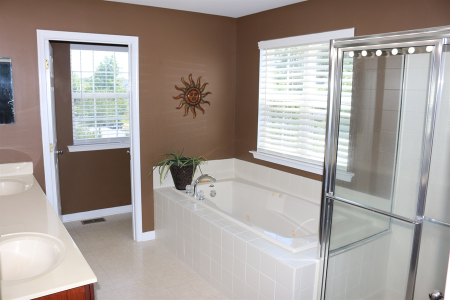Real Estate Photography - 127 Willow Grove Mill Dr, Middletown, DE, 19709 - ...Jetted Tub, Linen Closet, Double Sinks
