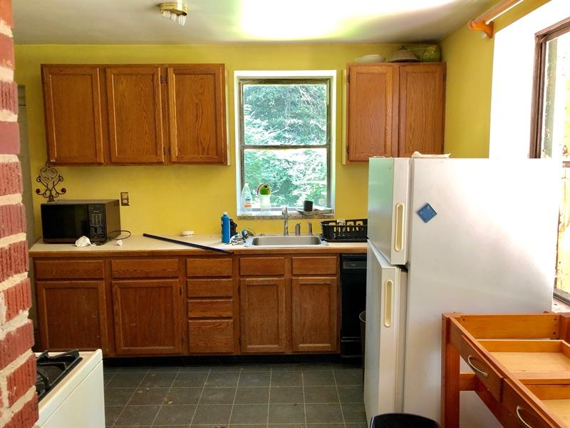 Real Estate Photography - 909 Newport Pike, Wilmington, DE, 19804 - Kitchen