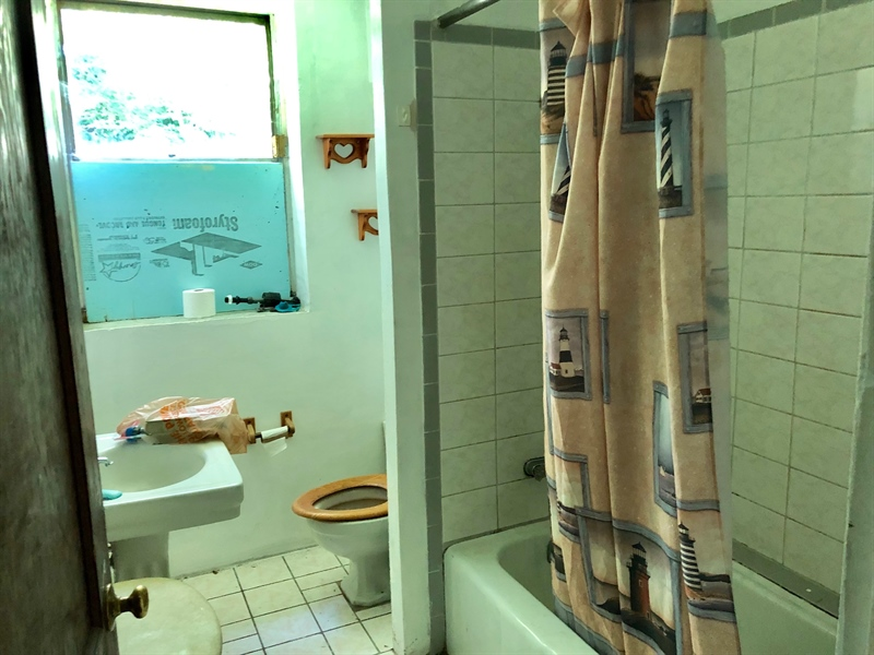 Real Estate Photography - 909 Newport Pike, Wilmington, DE, 19804 - Full bath on First Floor