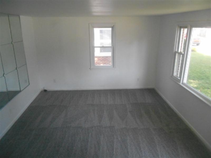 Real Estate Photography - 113 Vilone Rd, Wilmington, DE, 19805 - Living Room