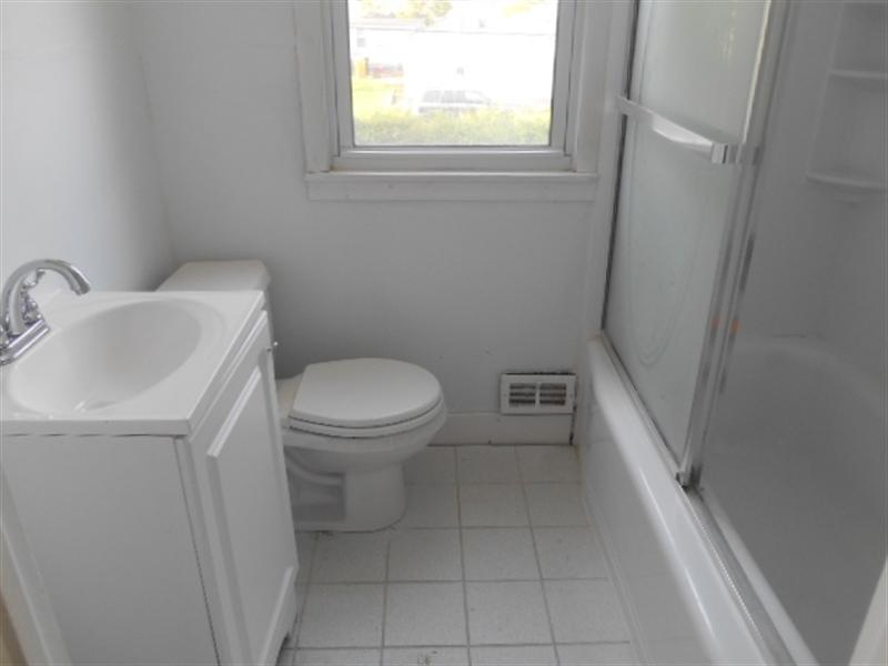 Real Estate Photography - 113 Vilone Rd, Wilmington, DE, 19805 - Main Level Bath