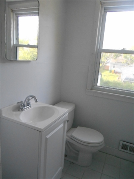 Real Estate Photography - 113 Vilone Rd, Wilmington, DE, 19805 - Upper Level Full Bath
