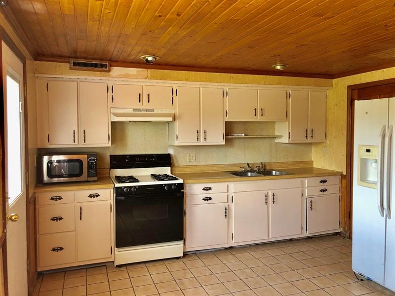 Real Estate Photography - 1352 Maple Ave, Wilmington, DE, 19805 - Kitchen