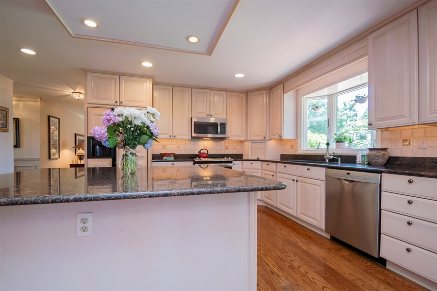 Real Estate Photography - 11 Tenby Chase Dr, Newark, DE, 19711 - Light & Bright Kitchen