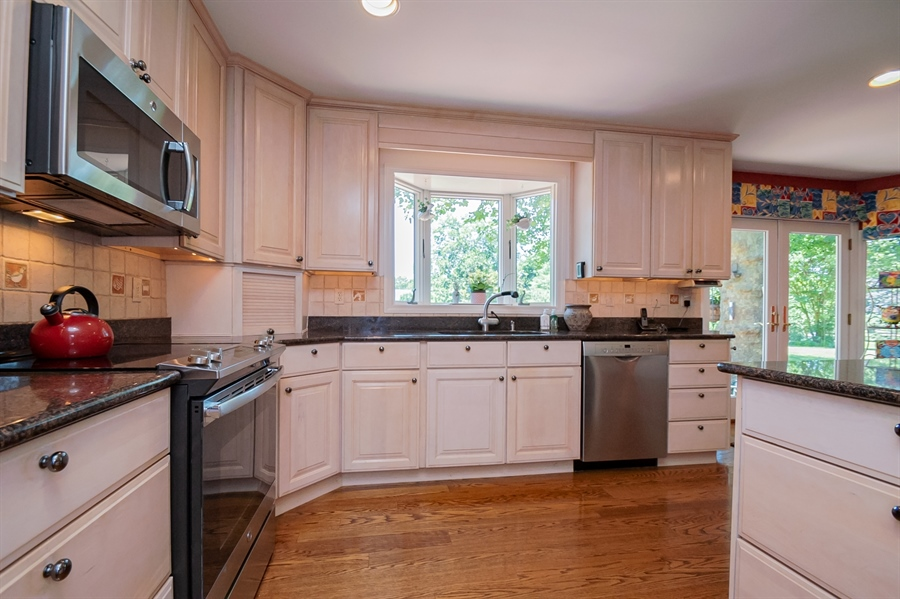 "Real Estate Photography - 11 Tenby Chase Dr, Newark, DE, 19711 - Bay Window; Granite Countertops; 42"" Cabinets"