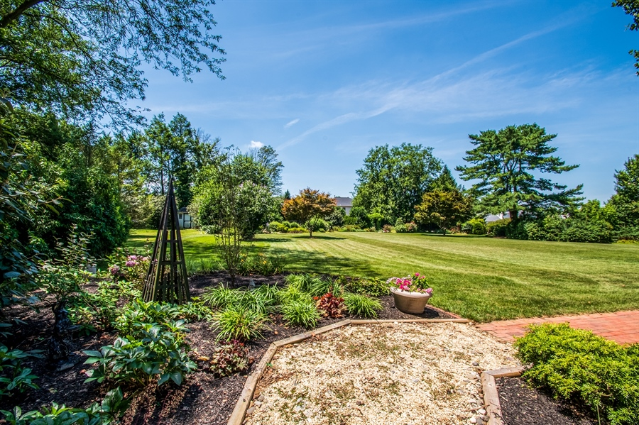 Real Estate Photography - 11 Tenby Chase Dr, Newark, DE, 19711 - Meticulous Landscaping