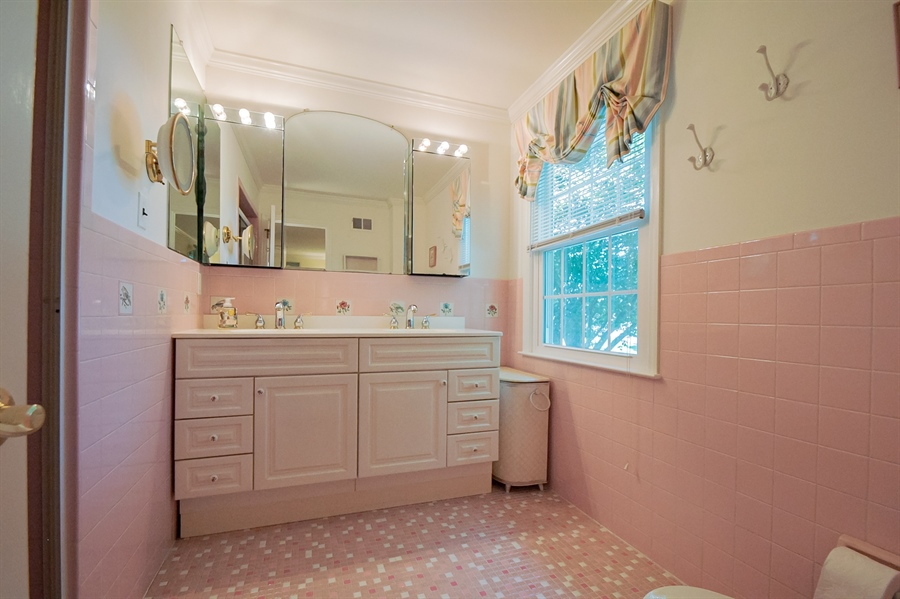Real Estate Photography - 11 Tenby Chase Dr, Newark, DE, 19711 - Master Bath