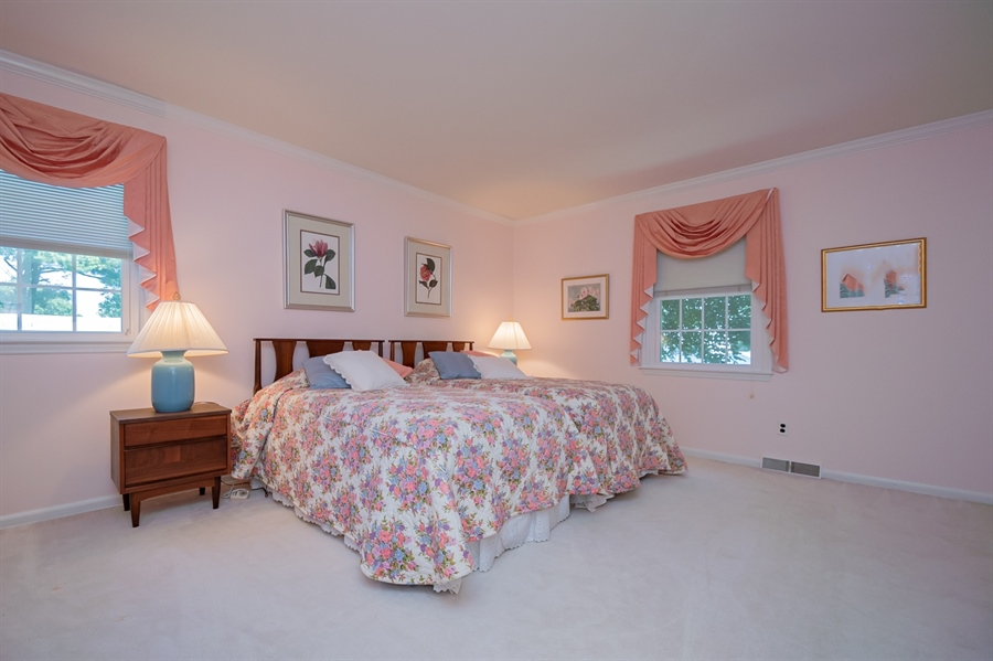 Real Estate Photography - 11 Tenby Chase Dr, Newark, DE, 19711 - Huge Guest Bedroom