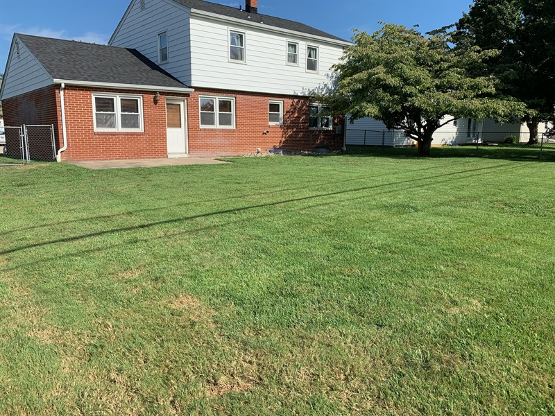 Real Estate Photography - 15 Yeates Dr, New Castle, DE, 19720 - Spacious fenced rear yard