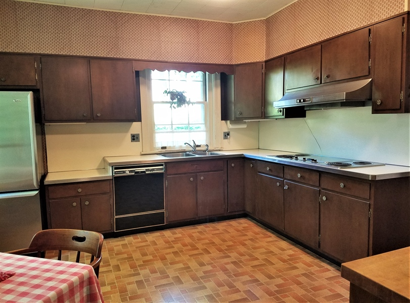 Real Estate Photography - 12 Cragmere Rd, Wilmington, DE, 19809 - Large eat-in kitchen